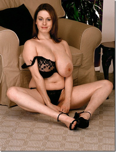 nicole-peters-revealing-her-delicious-curves