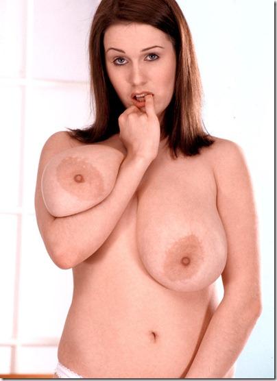 nicole-peters-showing-off-her-goods